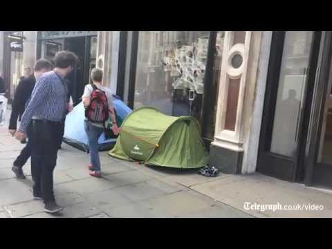 iPhone 6 fan camps outside London Apple store
