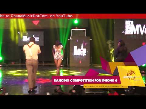 Girl almost goes naked for iPhone 6 @ 4Syte TV Music Video Awards