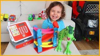 Yankı Oyuncak Dükkanında Oyuncakçı Oldu, Annesine Oyuncak Sattı   Çocuk Videosu