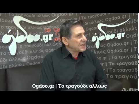 Ο Σταύρος Αβράμογλου συνομιλεί με τον Κώστα Μπαλαχούτη.