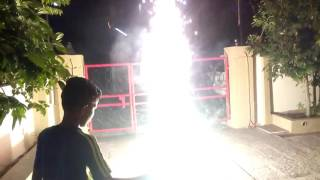 Diwali 2016 Mulund: Two Anars on the go