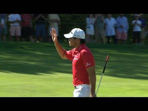 Jason Day drops in a lengthy putt for birdie at Deutsche Bank