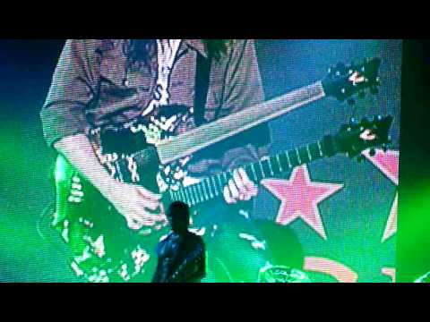 Guns n' Roses - Ron Thal (Bumblefoot) guitar solo - Mediolanum Forum, Milan - 5th Sept 2010