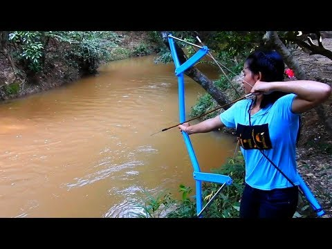 Amazing Girl Uses PVC Pipe Compound BowFishing To Shoot Fish