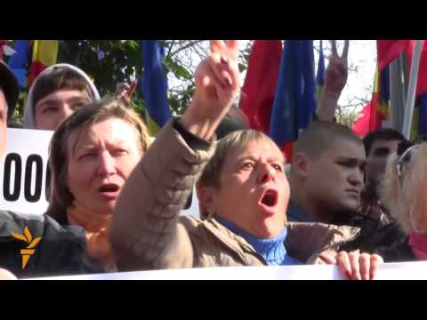 Moldovans Demonstrate Outside Parliament
