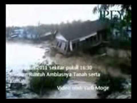 Video yang Diklaim Penampakan Ular Lembu di Desa Sebulu Ilir Kab  Kutai Kurtanegara 28 Agustus 2011