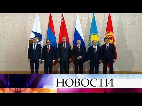 В Сочи обсуждают общие экономические интересы Россия, Армения, Беларуссия, Казахстан и Киргизия.