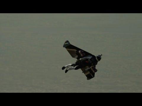 'Jetman' takes on former F1 star in Dubai desert race