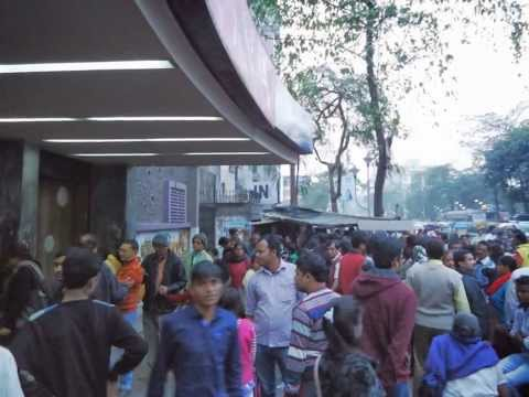 Crowd Waiting To Chander Pahar At Nna Hall Kolkata