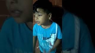 Pedro cantando. Música do filho do Bruno e Marrone