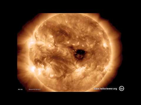 Active sunspot region 1528 keeps pumping out plasma + M2.7-class solar flare (July 27, 2012)