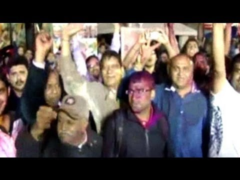 'Holi' in New Jersey after Narendra Modi's big win
