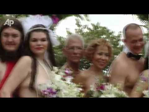 Raw Video: Couples Marry Naked in Jamaica