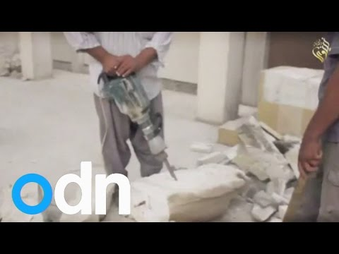Islamic State video shows militants smashing Iraq artefacts
