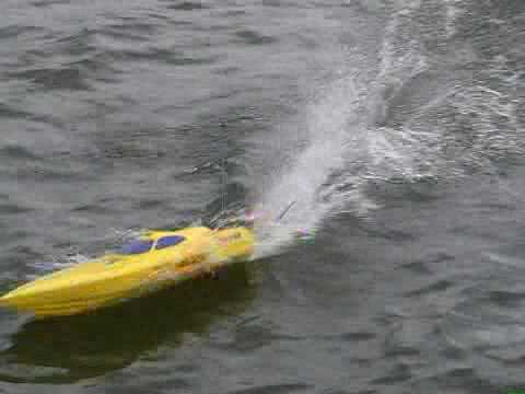 RC Boat - MHZ Lizard - Offshore Racing Boat