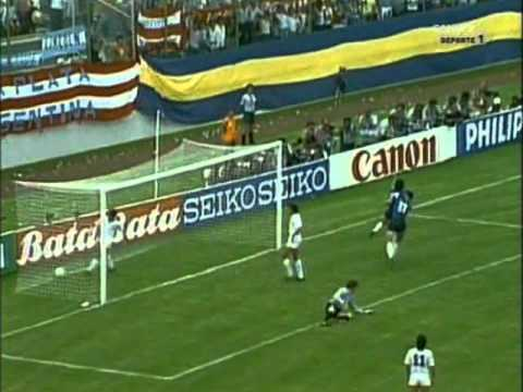 Maradona vs Uruguay in 86 World Cup