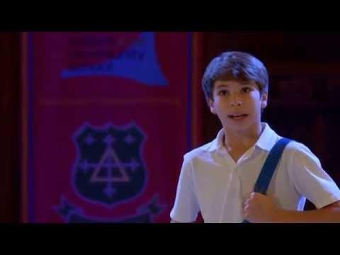 Bradley Perret performs from Billy Elliot the Musical. Bradley effectue électricité à partir de BETM