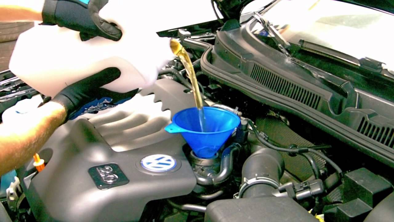 How to Change the Oil in a VW Jetta | 2003 Volkswagen ...