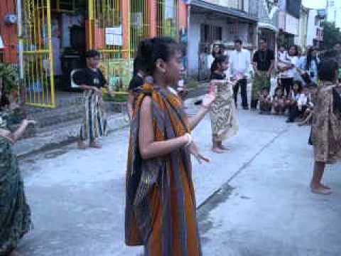 Ang Lahat Ng Bagay Ay Magkaugnay- Thyra Vhiel video