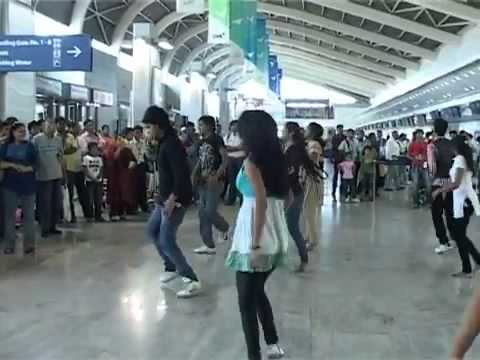 Delhi airport passengers day 2011.flv