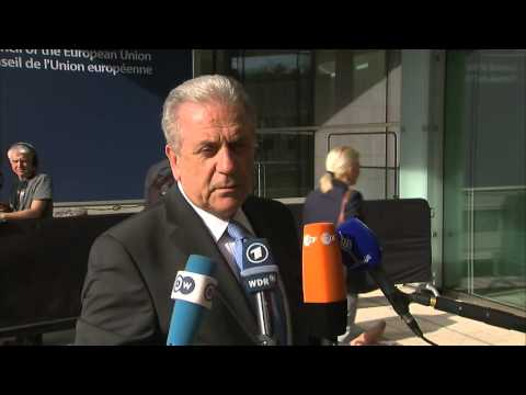 Doorstep by Commissionner Dimitris Avramopoulos at the JHA Council, 21.4.16
