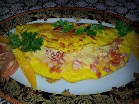 Омлет с колбасой и сыром. Вкусный завтрак