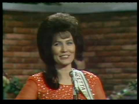 Loretta Lynn - Race Is On
