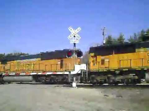 BNSF 8889 (SD70MAC) BNSF 9862 (SD70MAC) WB Iron Ore Train (3-13-2012)