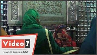 بالفيديو..إقبال المواطنين على ضريح السيدة زينب وسط ابتهالات