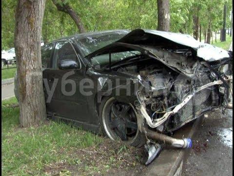 Компания молодежи разбила тюнингованную «Кресту» у хабаровского центрального кладбища. MestoproTV