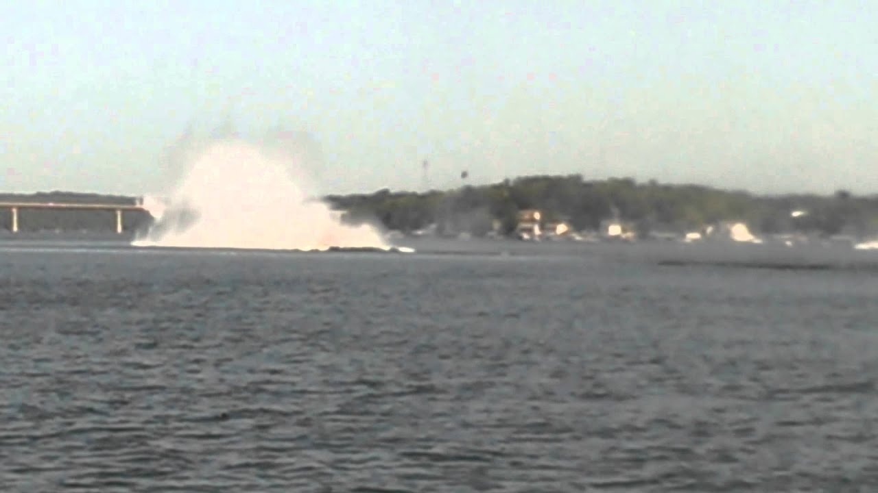 2014 Lake Of The Ozarks Shootout Outerlimits Crash Youtube