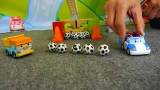 Robocar Poli Toy Cars Collection: FOOTBALL GAME! Learn to Count Footballs: (축구를 계산하는 학습)