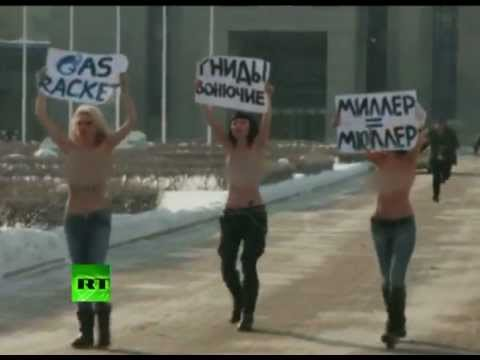 Topless protest in -25C: Femen fights Russian 'gas terror'