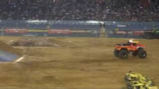 Highlights Monster Jam 2009 Gelredome- ElToro beats GraveDigger 2