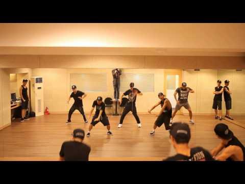 Kim Hyun Joong 김현중 Round 3 - 'unbreakable' 안무 연습 video
