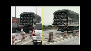 2 xe tải chở vật thể lạ nghi bom chạy bon bon trên đường Hà Nội