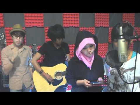 Najwa Latif Ft Iamneeta - A Thousand Years By Christina Perri video
