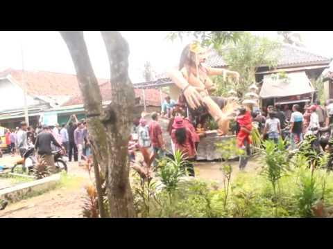 tawuran anak pelajar di Daerah Sliyeg , indramayu thumbnail