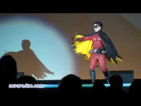 Thumb Comic-Con 2010: Cosplay skit of Robin Rising from Batman