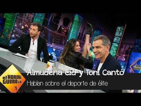 """Almudena Cid: """"Las mujeres con curvas pueden estar sobre un tapiz"""" - El Hormiguero 3.0"""