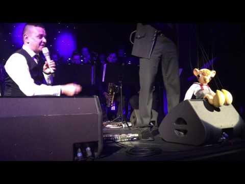 Jiří Ševčík a Hurvínek + PIRATE SWING Band - Víc než přítel tvůj (video z publika)