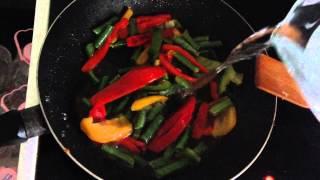 Омлет с овощами. Отличное блюдо на завтрак.