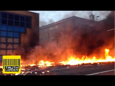 Dramatic footage of helicopter crash in London - Truthloader