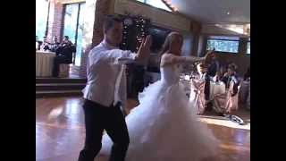 BEST WEDDING DANCE EVER!!! (Ryan and Leah Claxton) :)