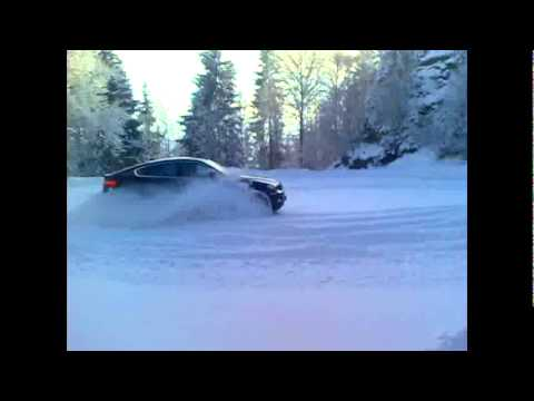 BMW X6 xDrive40d snow drift