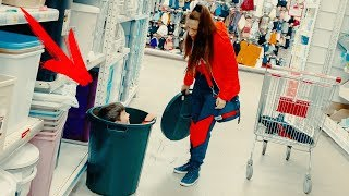 Mom and Den pretend play hide and seek in supermarket