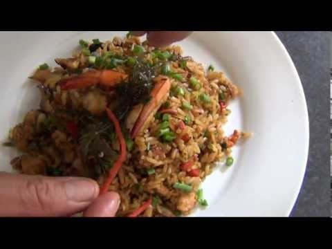 Prueba el rico arroz chaufa de mariscos. (Video: YouTube)