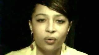 La Sondra singing