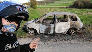 Verlasserner ausgebrannter Ford und der verlassen zerstörte Opel Corsa bei der A3 Ausfahrt Helmstedt