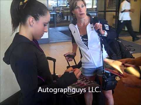 JORDYN WIEBER 2012 OLYMPIC GYMNASTICS CHAMPION SIGNING AUTOGRAPHS IN ST. LOUIS, MO